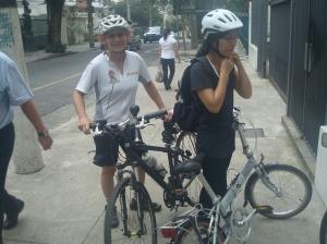 Encontrando com a ciclista iniciante, Andrea, próximo de sua casa
