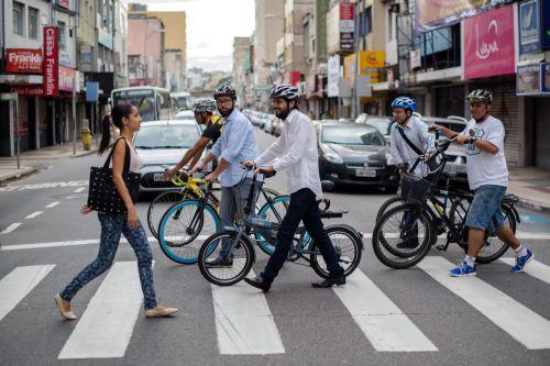 prefeito_bikeanjovoltaredonda-atravessando